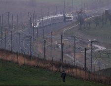 Tren que viajaba a 270 km/h se descarrila en Francia. (Foto Prensa Libre: AFP)