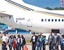 Los vuelos de deportados son los únicos que siguen arribando a suelo guatemalteco. (Foto Prensa Libre: Hemeroteca PL)