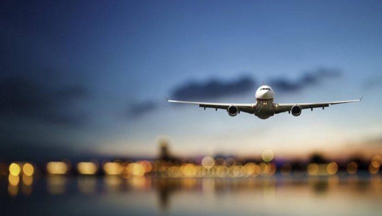 Algunas compañías aéreas ya están flexibilizando políticas de cambio por la expansión del coronavirus. (Foto Prensa Libre: Shutterstock)