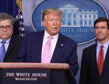 El presidente Trump hizo el anucio en compañía del Fiscal General, William Barr (izquierda) y el secretario de Defensa, Mark Esper. GETTY IMAGES