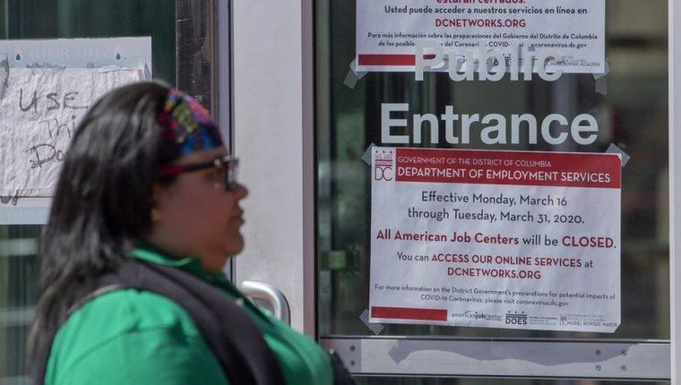 Un indicador del desempleo en Estados Unidos es el número de solicitudes de ayuda por pérdida del trabajo.
