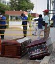 La ciudad de Guayaquil enfrenta una crisis por la acumulación de cuerpos sin vida que no han sido retirados de las calles y viviendas. REUTERS