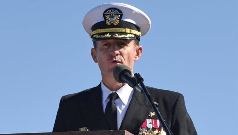 Brett Crozier era el oficial al mando del USS Theodore Roosvelt, un portaviones de la Marina de EE.UU.