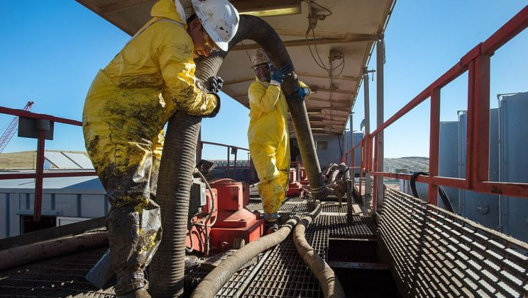 Muchas de los depósitos terrestres de petróleo están ubicados en tanques ubicados en zonas estratégicas. Getty Images