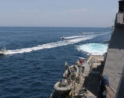La Marina de EE.UU. dice que sus barcos en el Golfo Pérsico han sido hostigados por lanchas iraníes