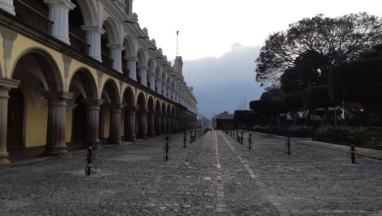 Varios alcaldes se pronunciaron en contra del nuevo horario del toque de queda por el riesgo a los contagios del covid-19 en sus territorios. (Foto Prensa Libre: Hemeroteca)