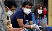 Hombres y mujeres no podrán salir al mismo tiempo en Perú. (Foto Prensa Libre: EFE)