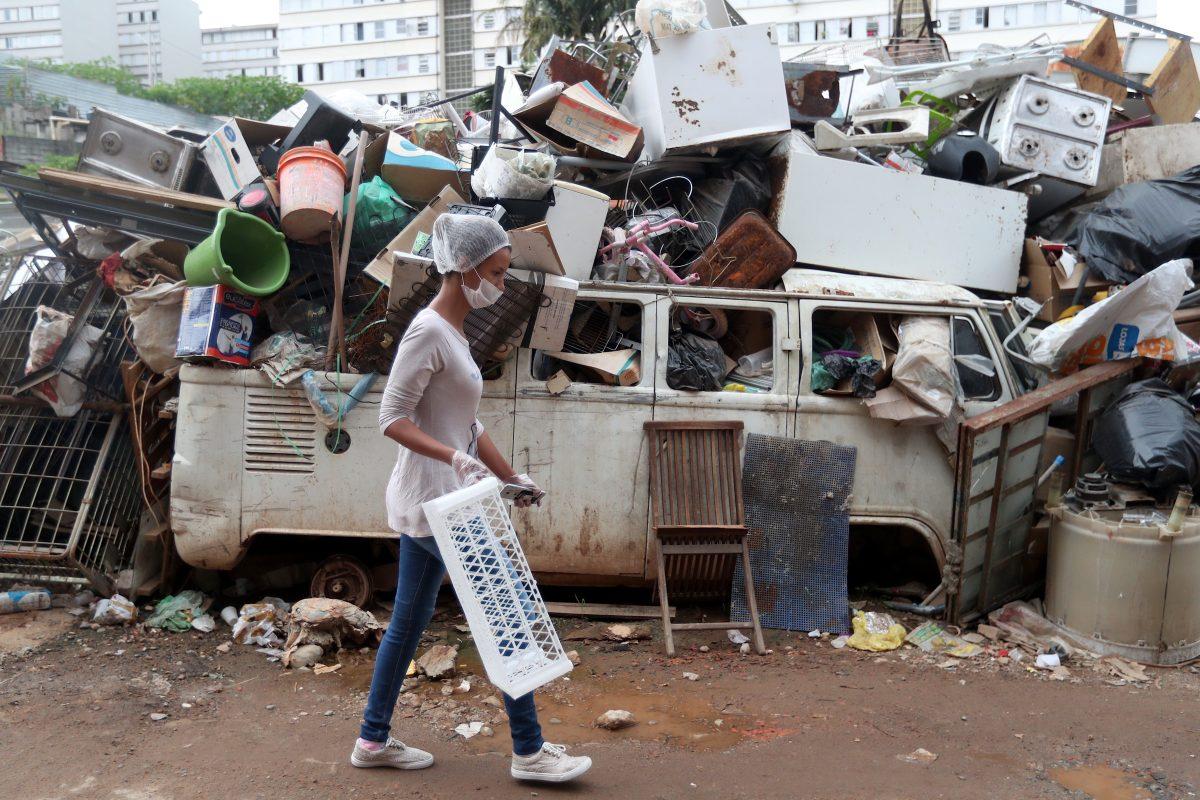 Dejar de comer o pagar el alquiler: la crisis del coronavirus hace surgir favelas emergentes