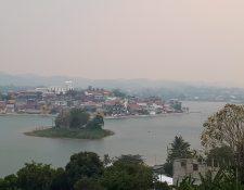 La imagen muestra el grado de contaminación a causa de los incendios forestales en la isla de Flores, Petén. (Foto Prensa Libre: Cortesía Roan Balas McNab)