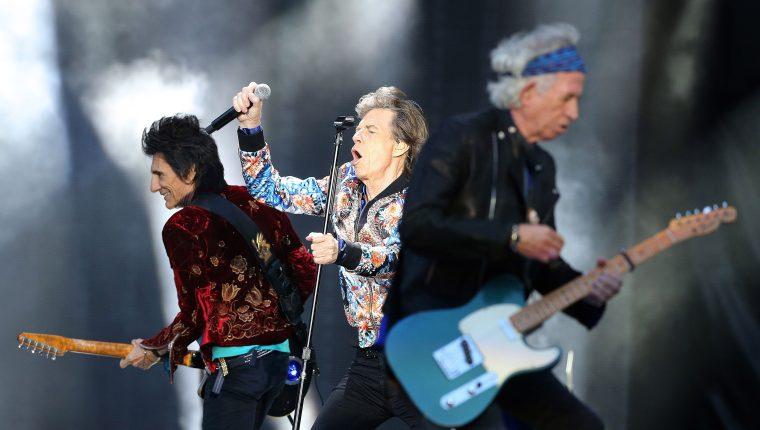 Mick Jagger, Keith Richards y Ronnie Wood de The Rolling Stones durante el tour No Filter. (Foto Prensa Libre: EFE/EPA)