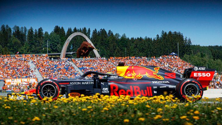 Red Bull, que corre en casa, ha ganado las últimas dos ediciones del Gran Premio de Austria, ambas logradas por el holandés Max Verstappen. (Foto Prensa Libre. EFE).