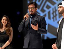 El actor Irrfan Khan después de recibir un premio a la trayectoria en el Festival Internacional de Cine en Dubai. (Foto Prensa Libre: EFE)