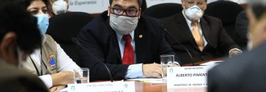 El ministro de Energía y Minas, Alberto Pimentel, informó que el presidente Alejandro Giammattei podría vetar el decreto 15-2020. (Foto Prensa Libre: Carlos Hernández Ovalle)