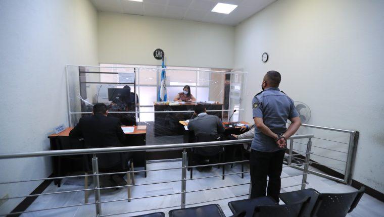 El OJ y el MP han implementando medidas de distanciamiento entre su personal para evitar la propagación del nuevo coronavirus. Foto Prensa Libre: Juan Diego González