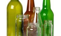 Al separar los envases de vidrio es importante que los clasifique por color para facilitar su reciclaje. (Foto Prensa Libre: Vical)