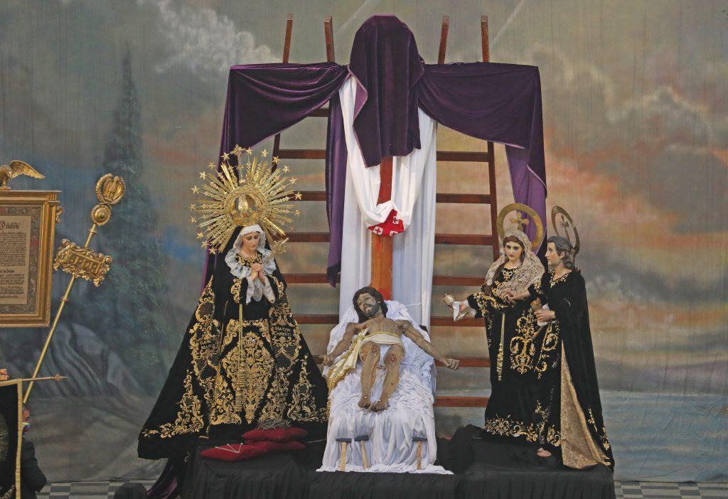 Los oficios de Viernes Santo tuvieron que ser anticipados por el toque de queda establecido por el gobierno. Foto Prensa Libre: Óscar Rivas