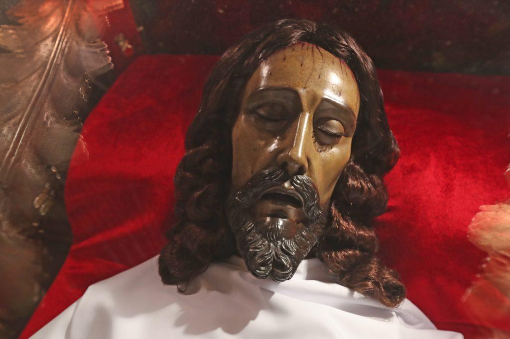 El Cristo del Amor fue trasladado a este altar el Martes Santo indicó Fray Luis Roberto Aguilar OP. Foto Prensa Libre: Óscar Rivas