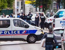 Autoridades francesas investigan el caso en el que tres policías fueron arrollados. (Foto Prensa Libre: Tomada de El País).