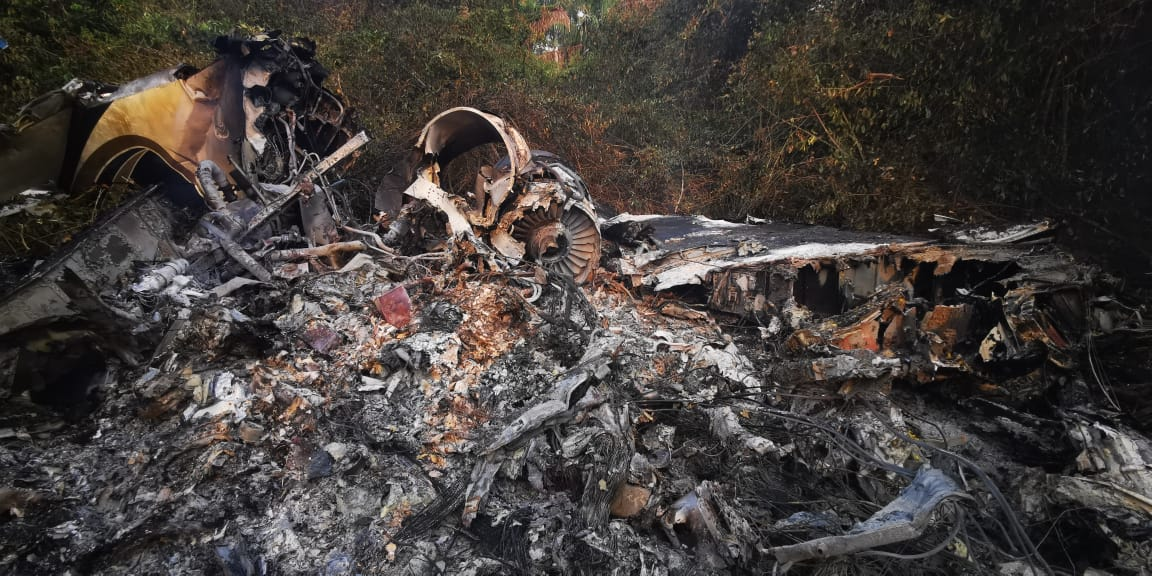 Decomisan más de 700 kilos de cocaína en avioneta accidentada en Las Cruces, Petén