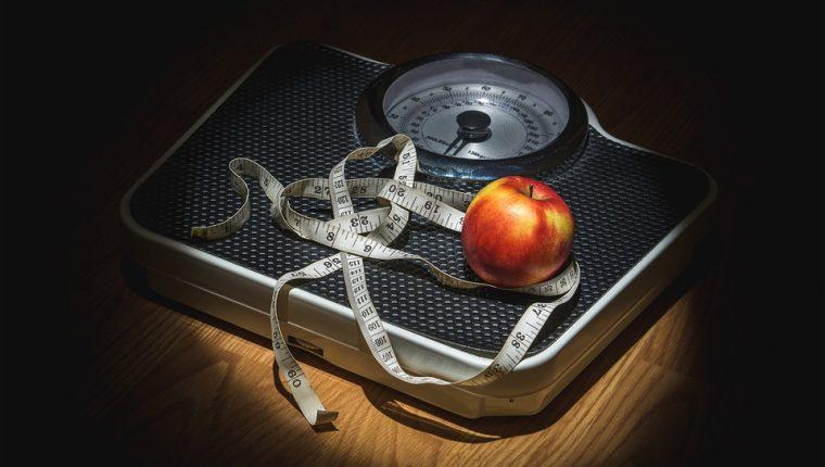 Estar en casa con una buena alimentación y actividad física podrá mantener su peso. (Foto Prensa Libre: Pixibay).