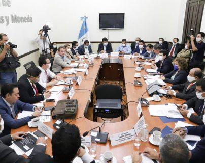 El martes la Comisión de Finanzas del Congreso conoció la ampliación presupuestaria, pero no llegaron a ningún acuerdo. (Foto Prensa Libre: Congreso)