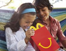 Con esta iniciativa McDonald´s pretende llevar alegría a los niños de escasos recursos del país. Foto Prensa Libre: Cortesía