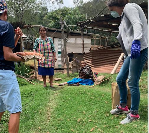 Coronavirus:  Luis Carlos Rivero y esposa Meyli se solidarizan con familias de escasos recursos en San Marcos