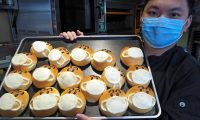 Taichung (Taiwan), 14/04/2020.- Chef Pai Kuo-wen displays a 'Facemask Bread' at Luho Puff bakery in Taichung, Taiwan, 14 April 2020. Chef Pai Kuo-wen invented 'Facemask Bread' with red bean filling in March as the bakery's business was hit by the novel coronavirus (Covid 19). The bakery makes 600 'Facemask bread' every day which are sold out in an hour and cannot keep up with the orders. The bakery donates part of the proceeds from selling 'Facemask Bread' to a hospital to help fight Covid-19. EFE/EPA/DAVID CHANG
