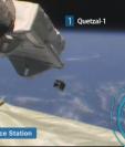 Momento en que el primer satélite guatemalteco Quetzal-1 fue liberado al espacio. (Foto Prensa Libre: YouTube).