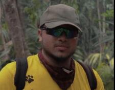 Werner Durán se unió a un cuerpo de voluntarios que combate los incendios en Petén. (Foto Prensa Libre: Redes)