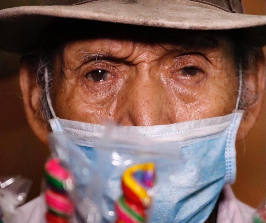 Don Pedrito, el anciano de 92 años que vende dulces para pagar el alquiler