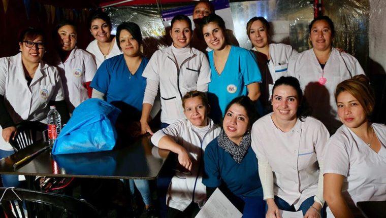 Equipos médicos como enfermeras están al frente para frenar la pandemia del coronavirus. (Foto Prensa Libre: OPS).