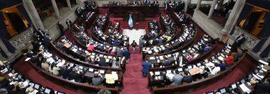 Bancadas de oposición y oficialismo apoyaron el paquete de ayuda a afectados por coronavirus. (Foto Prensa Libre: Congreso)