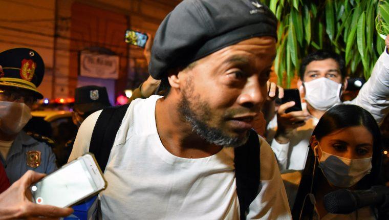 Ronaldinho salió de la cárcel, pero continuará en arresto domiciliario. (Foto Prensa Libre: AFP)
