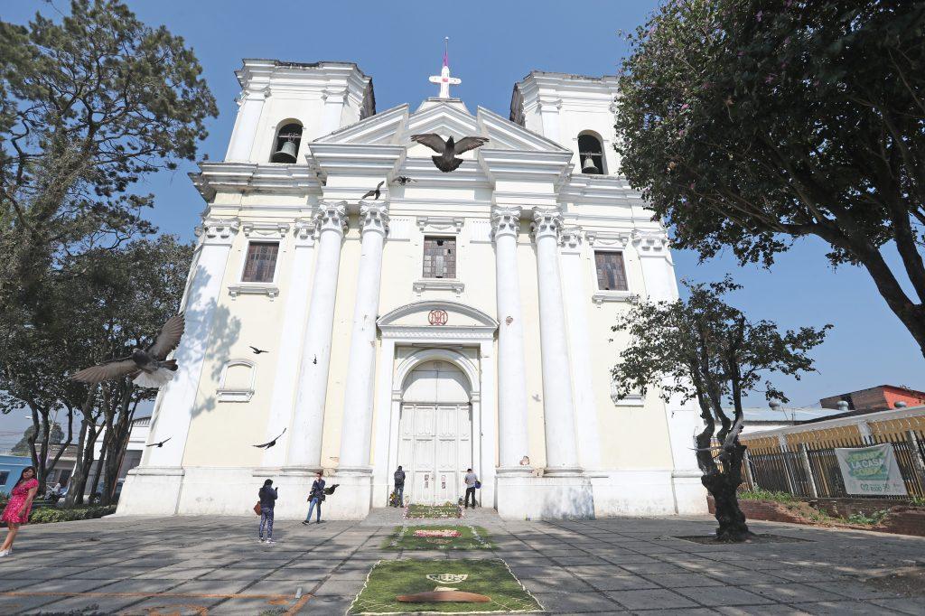 A puerta cerrada se llevó a cabo la misa a las 10 de la mañana del Sábado anterior a Ramos. Foto Prensa Libre: Óscar Rivas