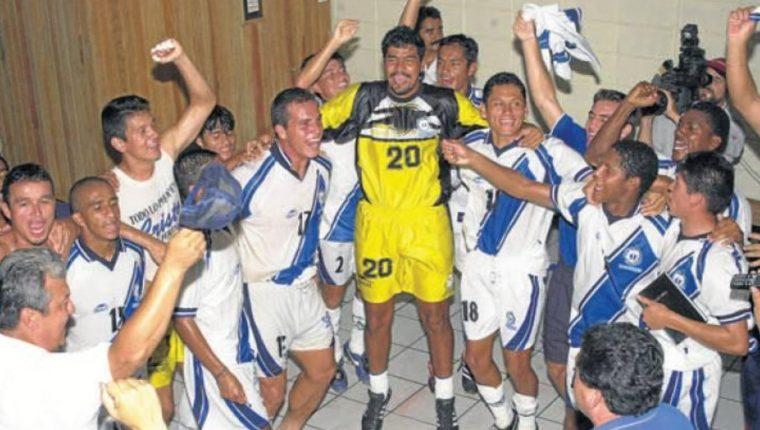 La Selección Nacional se coronó campeona de Centroamérica en el 2001. (Foto Prensa Libre: Uncaf)