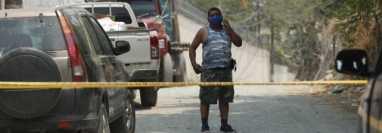 Autoridades colocan cordón sanitario por casos de coronavirus en la aldea Ixcanal, San Agustín Acasaguastlán, El Progreso. (Foto Prensa Libre: Esbin García).