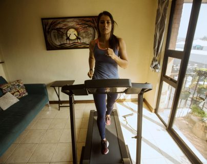 La atleta guatemalteca Thelma Fuentes combate la cuarentena con la mirada puesta en Tokio