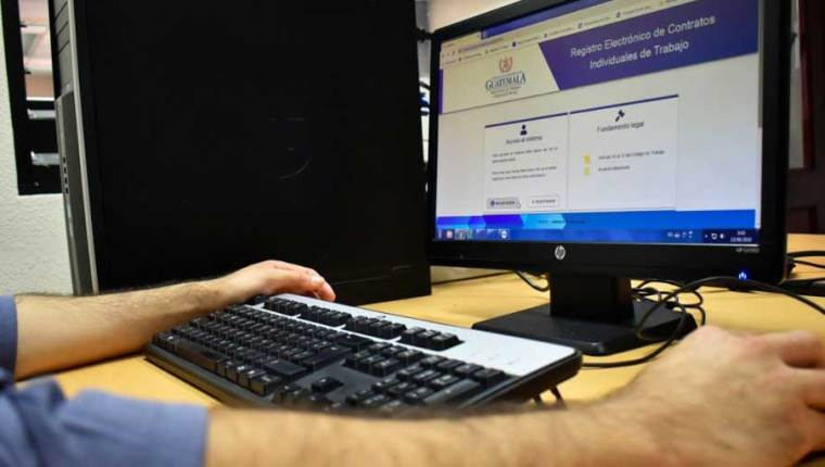 La solicitud de autorización de registro de suspensión de contratos de trabajo se hacen en la página electrónica del Mintrab. (Foto, Prensa Libre: Hemeroteca PL).