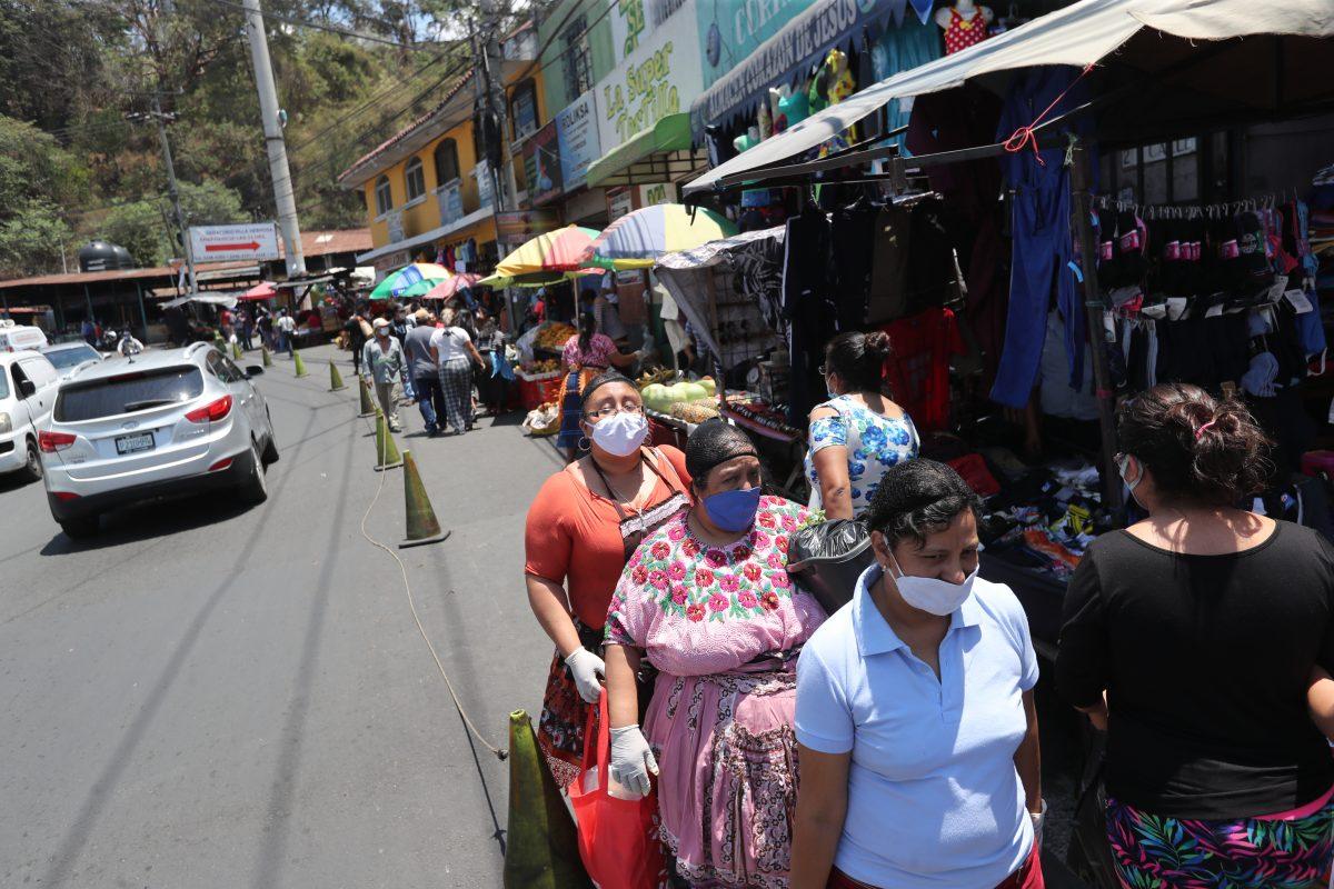 San Miguel Petapa teme más casos de coronavirus y obliga a la población a usar mascarilla en la calle
