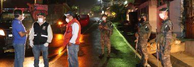 Un cordón de seguridad permanece en el ingreso a Patzún. (Foto Prensa Libre: Érick Ávila)
