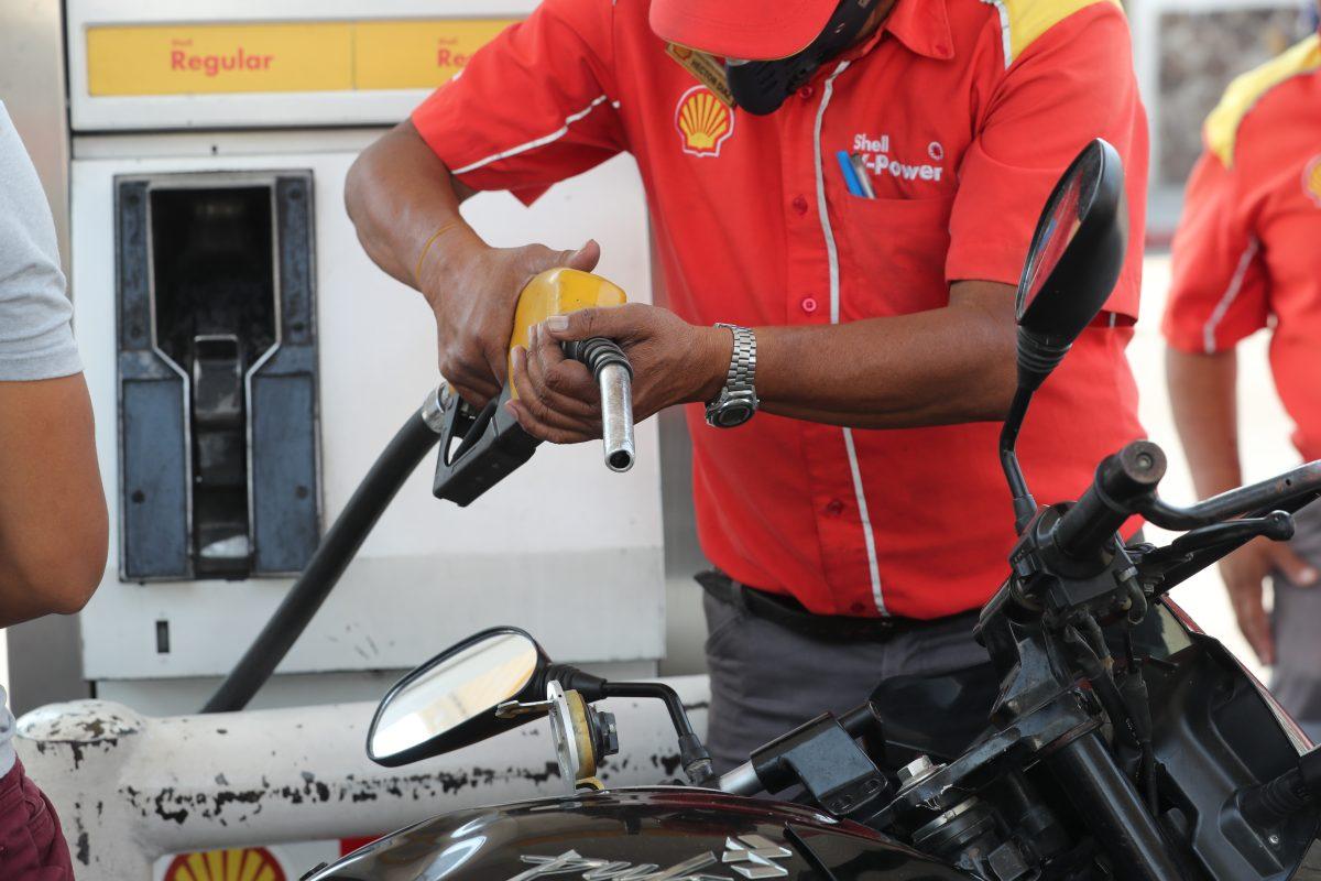 Mientras el consumidor ahorra, al Estado le duele que se use menos combustible