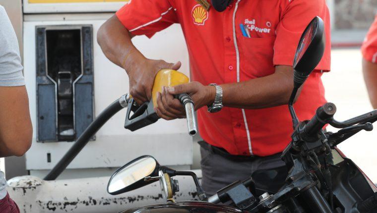 Las importaciones de derivados del petróleo ascendieron en mayo US$924.5 millones, y reflejan una caída del 35% con respecto al año pasado. (Foto Prensa Libre: Hemeroteca)