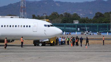 Suspenden vuelo de deportados por caso sospechoso de covid-19