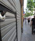 El cierre obligatorio de comercios por el confinamiento para contener el coronavirus se debe ver como una crisis temporal. (Foto Prensa Libre: Érick Ávila)