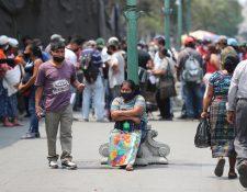 De acuerdo a la información oficial, cada municipalidad debe elaborar un listado de vendedores informales que puedan recibir el bono familiar de Q1 mil. (Foto Prensa Libre: Hemeroteca PL)