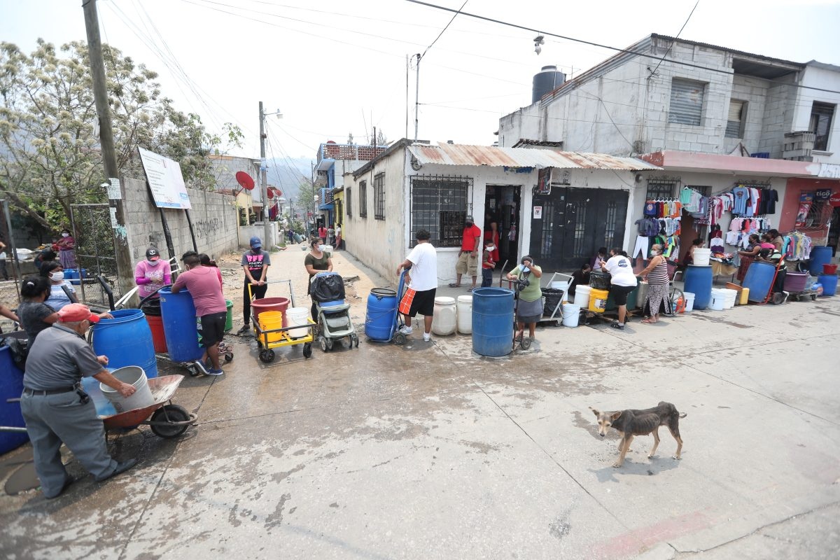 Fotogalería: sufren por el agua ante el acecho del coronavirus