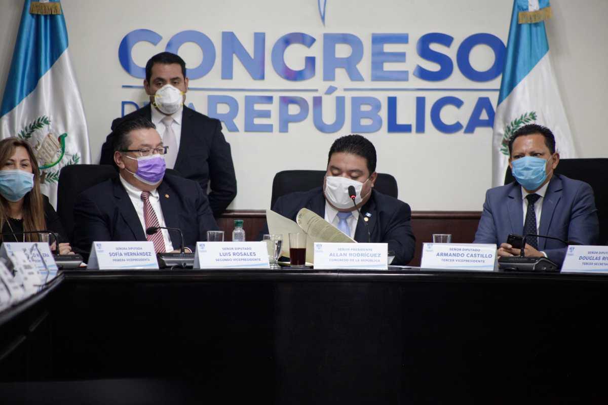UNE señala a Giammattei de ofrecer dinero y obras a cambio de votos para la Directiva del Congreso
