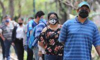 Guatemaltecos usan mascarilla obligatoriamente para prevenir contagios de coronavirus. (Foto Prensa Libre: Erick Avila)