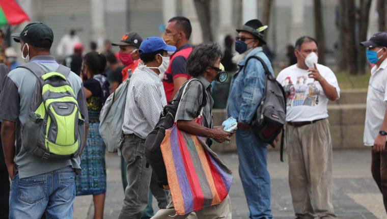 Quienes subsisten de la economía informal son miles, y necesitan ayuda urgente. (Foto Prensa Libre: Hemeroteca PL)